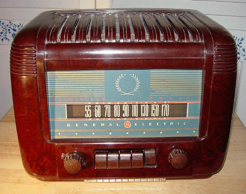 general electric ge model l 650 bakelite table radio 1942. Black Bedroom Furniture Sets. Home Design Ideas