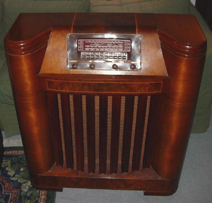 Philco Model 42 395 Floor Standing Radio