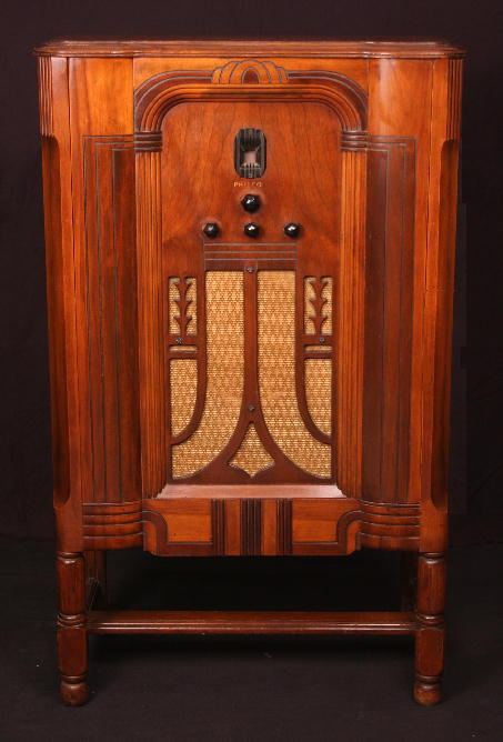 Philco 45L Lowboy Tube Radio (1934)