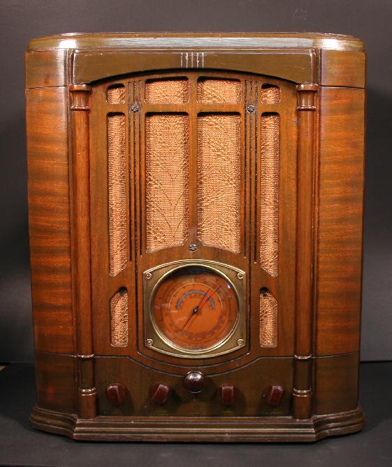 RCA Model T10-1 Tombstone Radio (1935)