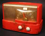 Emerson 511 (marbled red beetle) Compact Table Radio (1947)