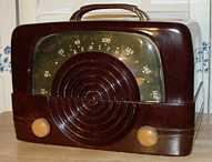 Zenith 6-D-614 (6D614) Bakelite Table Radio (1942)