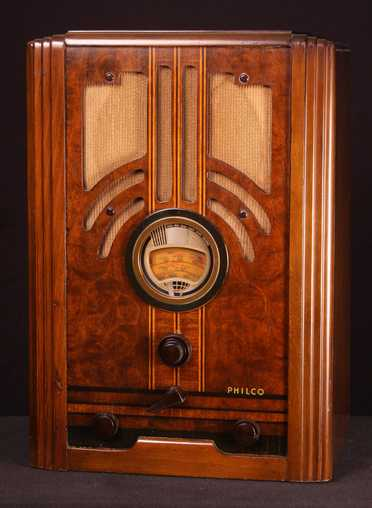 Philco 37-610B Tombstone Radio (late, 1937)