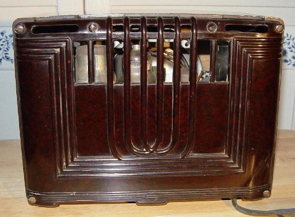 Emerson Model 126 Bakelite Table Radio Rear View (1936)