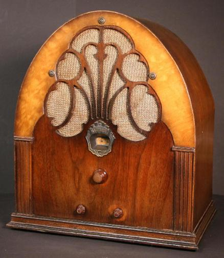 Philco Model 20 Baby Grand Deluxe Cathedral Radio 1931