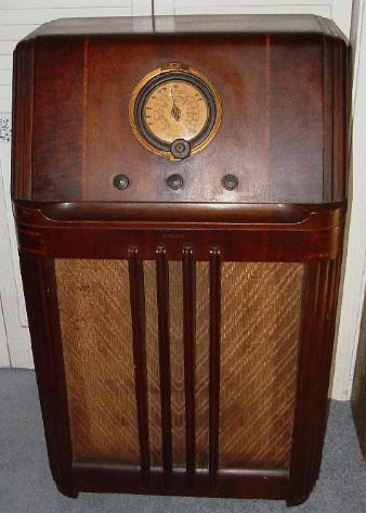 Philco Model 38 4xx Console Radio
