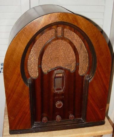 Philco Model 16B Cathedral radio (1933)