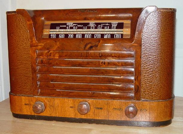 Philco 42-323T Table Radio (1942)