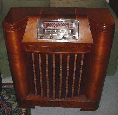 Philco 42-395 Floor Model Radio (1942)