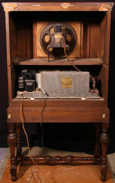 Philco 95 HighBoy Deluxe Console Radio Rear View (1939)